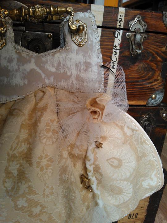 Bolso de mano Edith Piaf detalle broche
